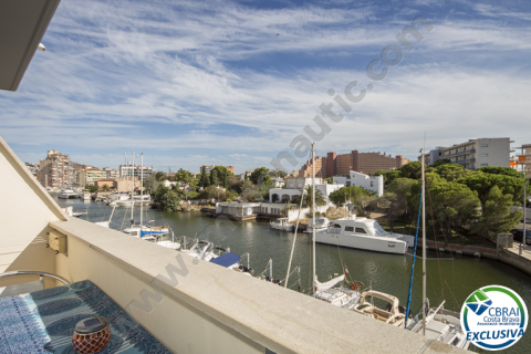 Nice apartment with three bedrooms and canal view for sale in Rosas